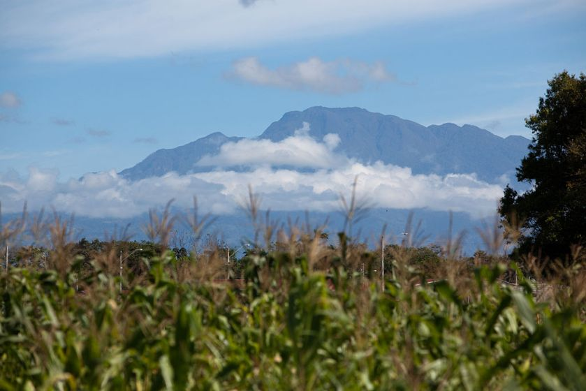 Telephoto_shot_of_Volcan_Baru_as_seen_from_Estero_Rico_on_the_Pacific_Coast